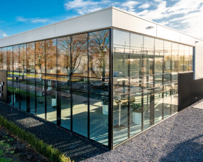 Nieuwbouw showroom te Breda
